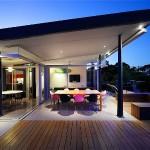 Casa moderna bem iluminada