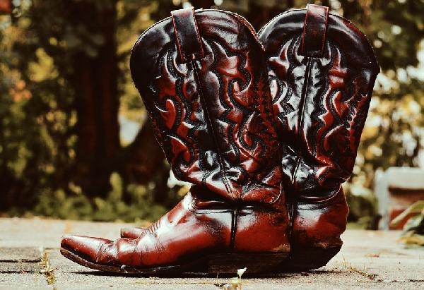 Botas country a moda dos anos 80 está de volta (Foto: Divulgação)