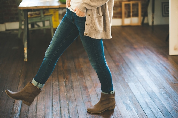 As botas combinam com calça jeans (Foto: Divulgação)