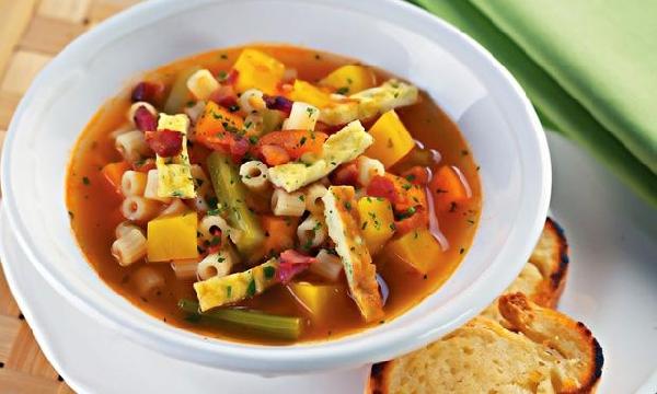 As sopas podem ser ricas em nutrientes de acordo com os ingredientes (Foto: Divulgação)