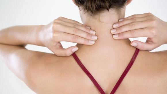 A aplicação deve ser feita nas costas e no pescoço, três vezes ao dia, além dos pés (Foto Ilustrativa)
