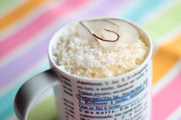 Bolo de caneca de coco. (Foto: Reprodução/Two-bee)