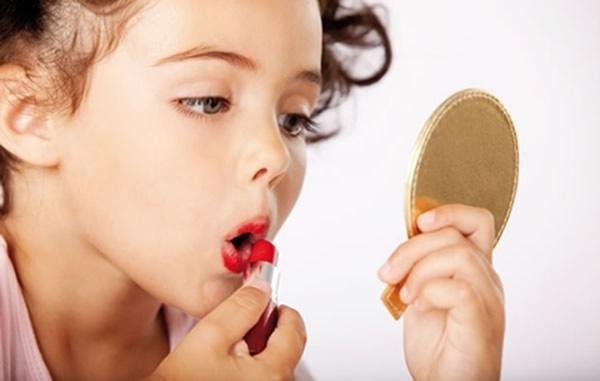 Maquiagens podem dar alergias nas crianças (Foto: Divulgação)
