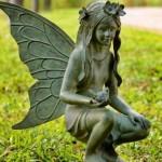 Estátua de fada para decorar jardim. (Foto: Divulgação)