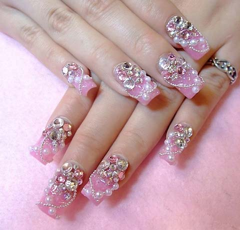 O alto relevo é uma ótima opção para quem quer algo diferente em suas unhas. (Foto: Divulgação)
