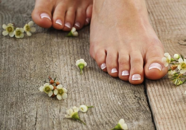 Os cuidados com os pés devem ser diários (Foto: Divulgação MdeMulher)