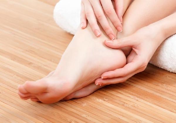 A massagem faz muito bem para os pés, além de ser terapêutica (Foto: Divulgação MdeMulher)