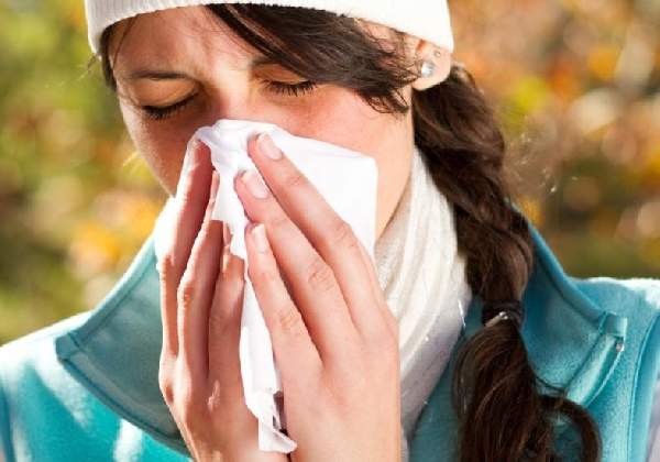 A rinite alérgica provoca inúmeros espirros ininterruptos (Foto: Divulgação)