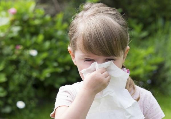 As crianças também podem sofrer com rinite alérgica (Foto: Divulgação)