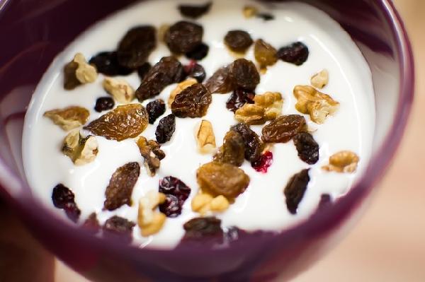Castanhas podem ser acrescentadas no iogurte (Foto: Divulgação)
