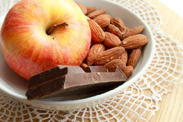 Castanhas com frutas e chocolate amargo (Foto: Divulgação)