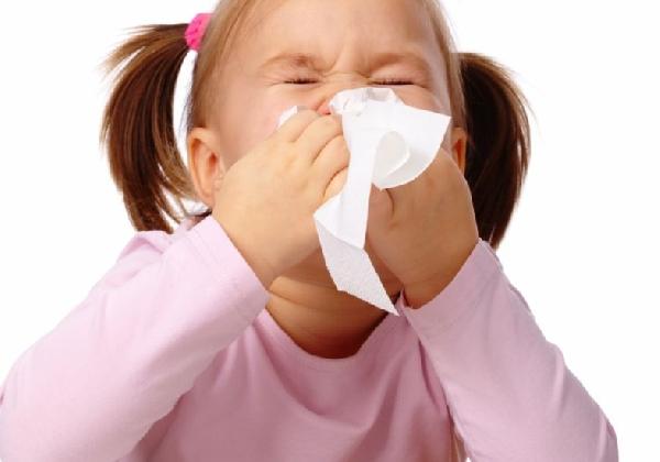 As crianças tendem a ficar com infecções respiratórias com mais frequência (Foto: MdeMulher)