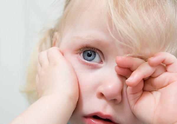 As crianças são as que mais sofrem com as doenças de inverno (Foto: MdeMulher)