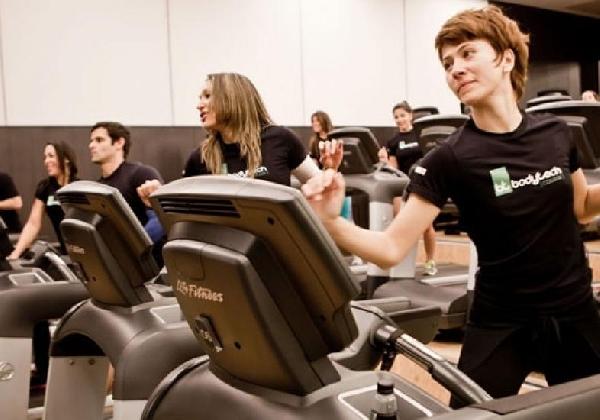 As academias enchem de pessoas para a prática de exercícios no inverno (Foto: Divulgação MdeMulher)