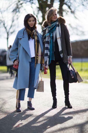 O cachecol combina com todos os estilos de look (Foto: Divulgação MdeMulher)