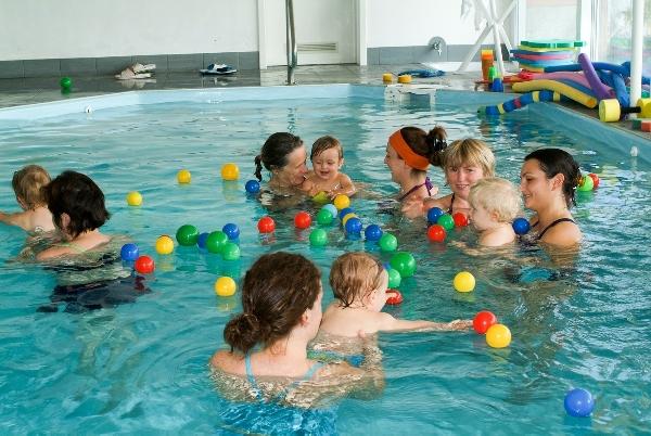 A natação ara bebes é muito benéfica (Foto: Divulgação)