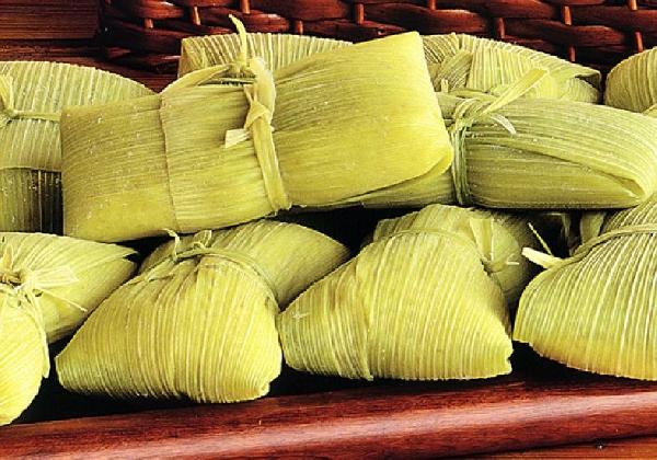 A pamonha pode ser preparada na folha do milho (Foto: Divulgação)