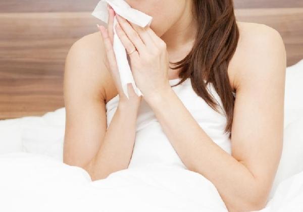 Tosse, nariz entupido, erupções na pele podem ser sintomas de alergia ao frio (Foto: Divulgação MdeMulher)