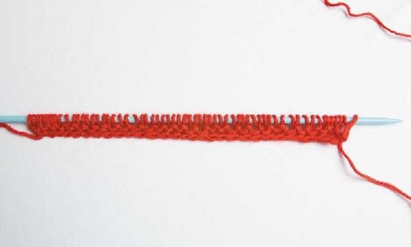 Os pontos devem ser colocados na agulha para entrelaçar os fios (Foto: Divulgação MdeMulher)