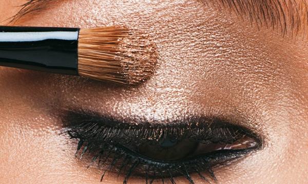 Para manter a pele sempre linda é importante limpar após a maquiagem (Foto: Divulgação MdeMulher)