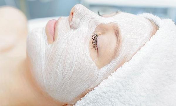 Os cuidados com a pele do rosto devem ser intensificados no inverno (Foto: Divulgação MdeMulher)