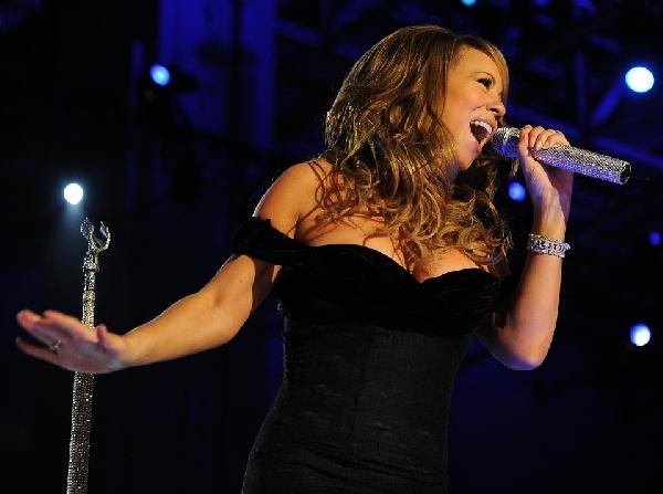 Mariah Carei de pretinho básico (Foto: Divulgação)
