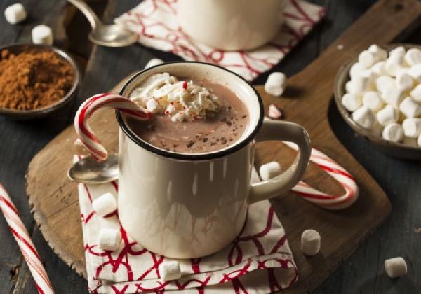 Chocolate quente com chantilly, uma bebida deliciosa (Foto: Divulgação MdeMulher)