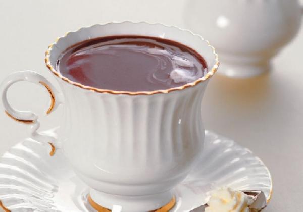 Existem inúmeras receitas de chocolate Quente (Foto: Divulgação MdeMulher)