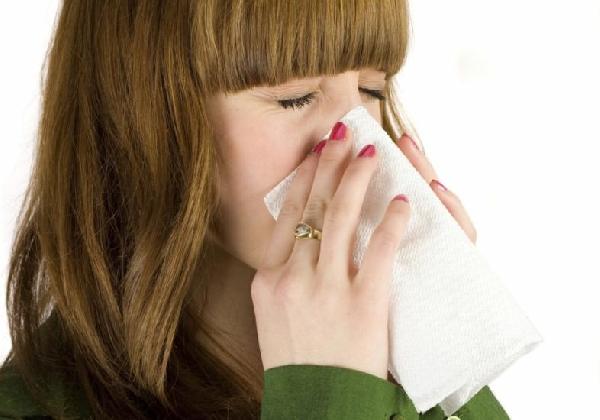 Tosse prolongada por mais de 15 dias, pode ser sintoma de Tuberculose (Foto: Divulgação MdeMulher)