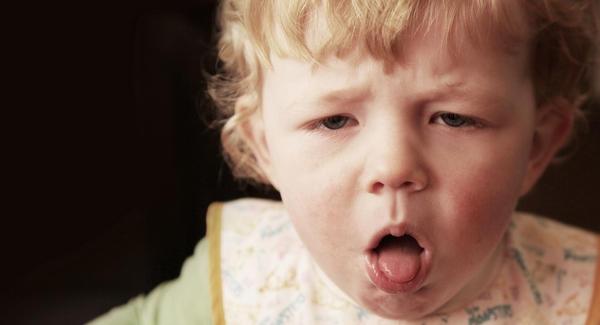 Tosse, falta de ar e peito chiando são sintomas de bronquiolite (Foto: Divulgação MdeMulher)