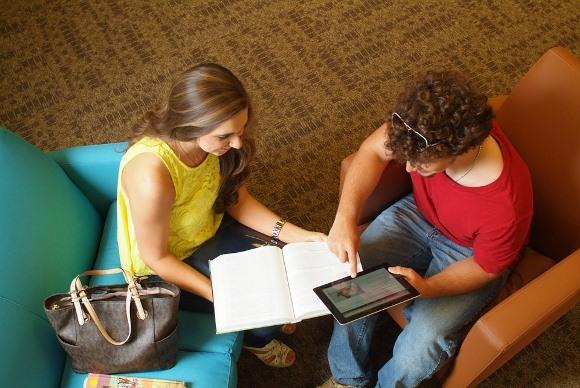 É preciso que os alunos atendam aos requisitos do programa (Foto: MdeMulher)