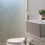 O banheiro pequeno deve ter a sua decoração planejada com muito cuidado. (Foto: Divulgação)