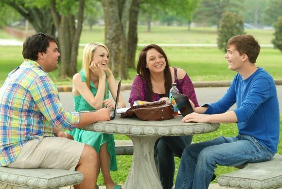Com o financiamento estudantil milhares de jovens conseguiram formação superior  (Foto: MdeMulher)