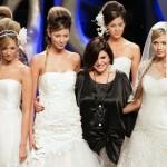 a-estilista-colombiana-francesca-miranda-posa-ao-lado-de-modelos-ao-fim-de-seu-desfile-de-vestidos-de-noiva-durante-o-evento-plataforma-k-em-baranquilla-23032011-1300999389167_1024x768