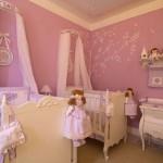 As bonecas são também objetos decorativos nos quartos de bebê femininos. (Foto: Divulgação)
