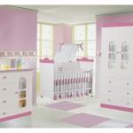 O mobiliário é algo que deve ser escolhido com cuidado para que a decoração do quarto de bebê feminino fique linda.  (Foto: Divulgação)