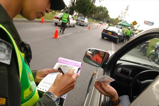 Recorra a multas de trânsitos pelo Detran local (Foto: Ilustração)
