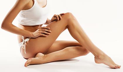 Pernas lisinhas com tratamento feito com Lipoaspiração a Laser (Foto: MdeMulher)