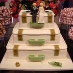 Bolos de casamento devem combinar com o resto da mesa de doces (Foto: Divulgação)