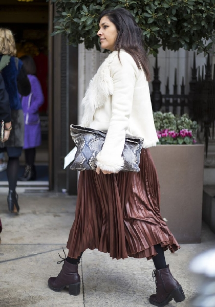 Bota com saia é uma combinação perfeita (Foto: Divulgação MdeMulher)