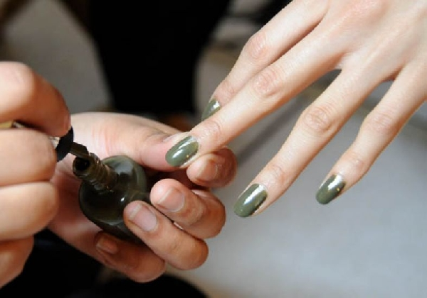 O verde militar também é mais uma tendência em esmaltes (Foto: Divulgação MdeMulher)