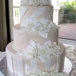 O Tradicionais degraus podem permanecer no bolo decorado (Foto: Divulgação)