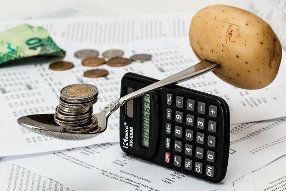 Entre os cursos há aquele que ajuda a organizar o orçamento familiar (Foto Ilustrativa)