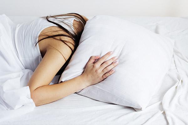 A insônia afeta muitas pessoas. Esse problema afeta as atividades que a pessoa deve exercer durante o dia (Foto: Reprodução)