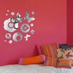 Adesivos nas paredes ajudam a decora de forma simples e arrojada. (Foto: Divulgação)