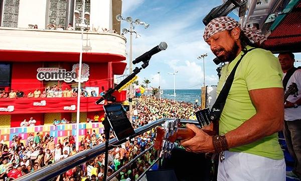 Na Bahia os blocos de universitários fazem a festa no Carnaval 2016. (Foto: MdeMulher)