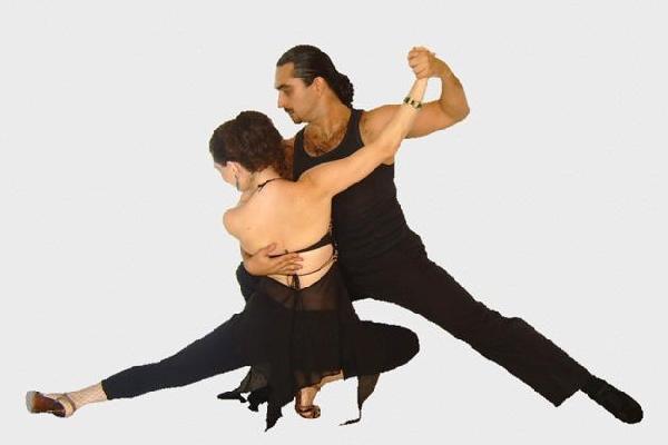 O curso de Dança de Salão oferece vários tipos de dança (Foto: Divulgação MdeMulher)