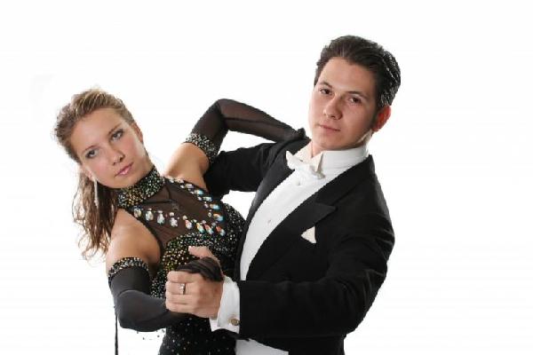 As aulas de dança proporcionam leveza e equilíbrio (Foto: Divulgação MdeMulher)