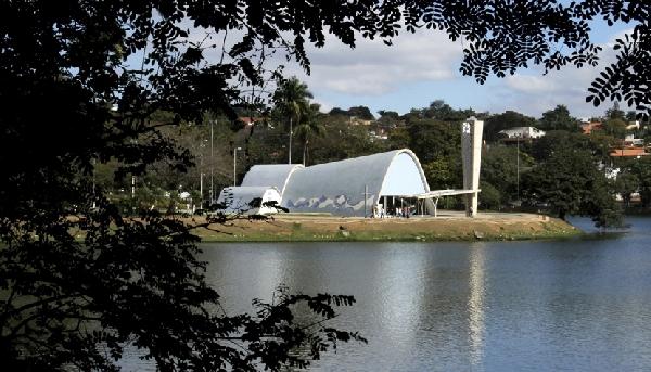 Cartão-postal da capital mineira, a Igreja de São Francisco de Assis fica na Lagoa da Pampulha (Foto: CVC)
