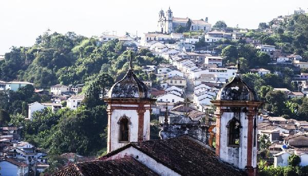 Para conhecer todas as igrejas e museus da cidade o turista deve ter fôlego para enfrentar as ladeiras (Foto: CVC)